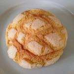 31473979 - 黄金のメロンパン(150円)