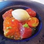 31474352 - 高知産フルーツトマト、大間黒鮪、焼き茄子ジェラート サラダ仕立て