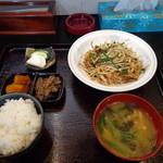 たから屋 - ニラ肉炒め定食700円