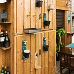 串揚げ 磨呂 - 壁からスパークリングワイン