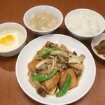 A:豆腐と湯葉・キノコ煮込み