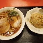 一龍 - 料理写真:炒飯セット900円 ちょとお高めで残念