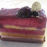 パティスリー・ウー - カシスのムースっぽいケーキ