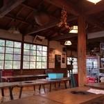 木の子茶屋 - 結構懐かしい感じのする店内。