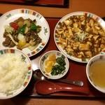 すけろく - 2品を選べる「W中華セット」で、麻婆豆腐、キノコと牛肉のオイスター炒めをチョイス