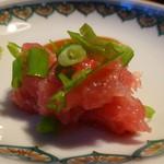 築地 中島水産 - 青森県・大間の本鮪のすき身に青葱を混ぜて