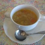 プティ・タ・プティ - スープは野菜のコンソメスープ、これも美味しい♪