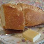 プティ・タ・プティ - 定番のフランスパン、最後にソースを絡めていただいた