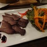 ニクバル・プロベッチョ - 松阪牛ホホ肉のスモーク680円