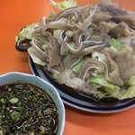 関白 - 豚足と耳ミックスのジンギスカン鍋