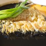 ブーランジェリーカフェ ラ・プロヴァンス - アマダイのウロコ焼き~黒いブイヤベースソース~