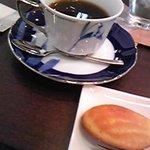 cafeルーム アスリート - ホットオーガニックコーヒーは深い味&マドレーヌは懐かしい味