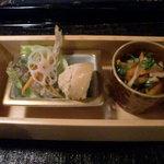 おばん菜 さけ 田 - 突き出し 左から ワカサギの南蛮漬け、タラコの煮物、切干大根