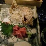 おばん菜 さけ 田 - 手前から マグロ、タコ、ツブ