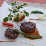 ブラッスリー・アダージョ - 鹿肉のローストと十勝産和牛のフィレ・フォアグラソース