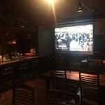 レストラン LAMP - 100インチスクリーンでスポーツ観戦可。
