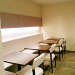 大扇食堂 - テーブル席。お客さんが来る前に撮影。(2014.10月)