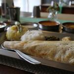 南インド家庭料理 カルナータカー - ランチAセット3つのカレーとドーサ、ヨーウグルト