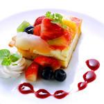 ル サロン カフェ フロ - フルーツのカスタードタルト