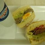 31527898 - ミネラルウオーター100円とハンバーガー半分とエッグソーセージ半分