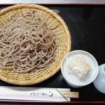 奥乃屋 - せいろは二種類 常陸秋そば粗挽き、北海道産のキタワセを使用しています。