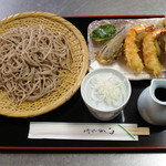 奥乃屋 - 天ぷら 野菜えび2尾 8種類の野菜の、ボリュームがあります。