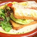 ニムカフェ - B.L.Tゴマパンサンド(サラダ、ミニスープ、ドリンク、プチデザート付)