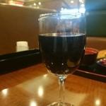 ヴィクトリアステーション - ドリンク写真:グラスワイン赤 100円