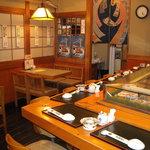 丸清寿司 - カウンター9席&テーブル席4名×2卓
