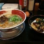 徳島ラーメン 麺王 - 徳島ラーメンと、チャーシュー丼のセット980円