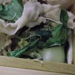 31565668 - 肉の下の野菜