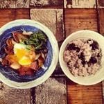 トリ風土レストラン the Open - トリのすき焼きと兵庫県多可町産の黒豆、土鍋ご飯