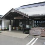 山桜 - ココを入った左手に「そば処」。