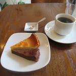 カフェ イワブチ - チョコレートケーキ、チーズケーキ、コーヒー