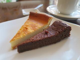 カフェ イワブチ - チョコレートケーキ、チーズケーキ