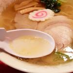 31574907 - 201409 あっさり塩スープと熟成鶏油の深いコク