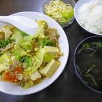 大衆食堂むつみ - 日替わり「とうふみそ煮(ピリ辛)」