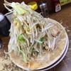 とんトコ豚 - 料理写真:ラーメン(700円)野菜増し・ニンニク増し。2014年10月