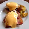 グッド オネスト グラブ - 料理写真:Eggs Benedict エッグズベネディクト(ベーコン・ローストオニオン)