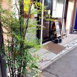 パン家のどん助 - お店の外