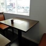 川越 藪蕎麦 - 2名用テーブル席は7台あり連結可能です