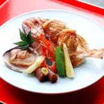 豆まる - お祝いに。鯛の御頭付に蛤・祝海老の一皿