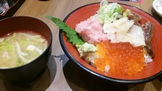 魚菜屋 - お魚いろいろ ねぎトロ イクラ丼(1,580円)lunch