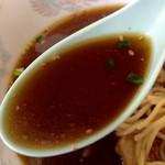 四馬路 - 大盛りスマロラーメン1000円のスープ