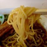 四馬路 - 大盛りスマロラーメン1000円の麺リフトアップ