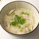 吉 - 「鳥にゅうめん」(600円)。鶏ガラを炊いて作るコラーゲンたっぷりのスープ。
