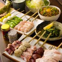 吉 - 「おまかせコース」。小鉢、サラダ、串焼10本、ご飯もの、鳥ガラスープがつくお得なコース。