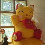 31632714 - 黄色い招き猫