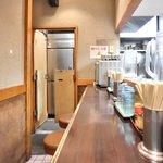 ら~めん 味ノ仙 - ≪'14/10/10撮影≫店内のカウンター席の風景です