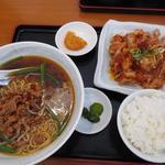 中華料理 萬福 - 料理写真:ランチセット台湾ラーメンと油淋鶏